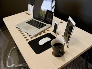 SlatePro — современный компьютерный стол