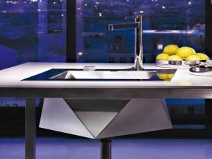 Необычные многогранные кухонные раковины были представлены