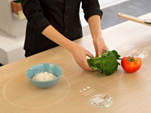 Умный стол поможет готовить