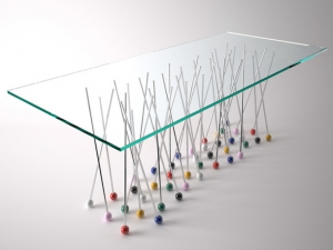 Оригинальный столик из булавок от итальянского дизайнера