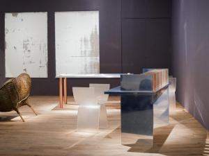 Мрамор и бронза — отличное сочетание для стола